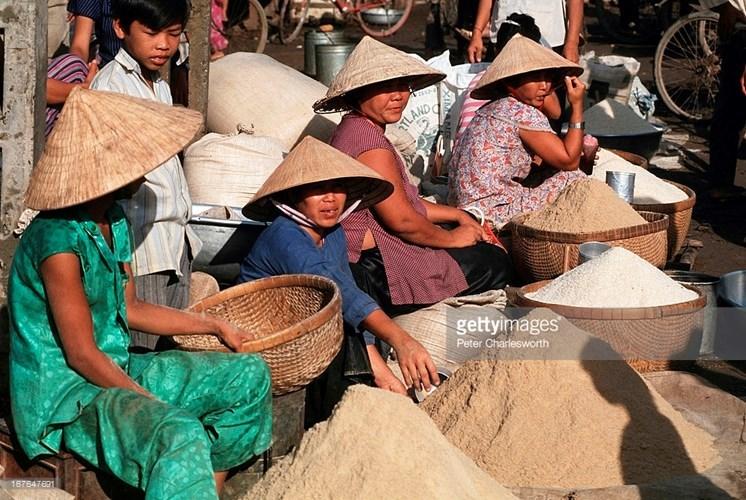 Hình ảnh về phụ nữ Việt Nam thập niên 1990 - 10