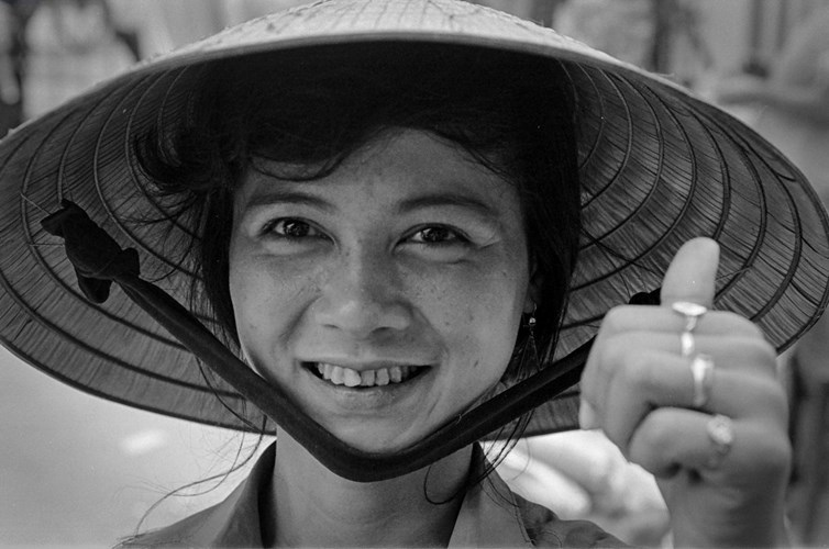 Hình ảnh về phụ nữ Việt Nam thập niên 1990 - 1