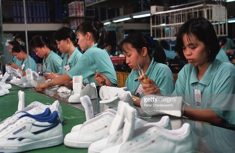 Hình ảnh về phụ nữ Việt Nam thập niên 1990 - 12