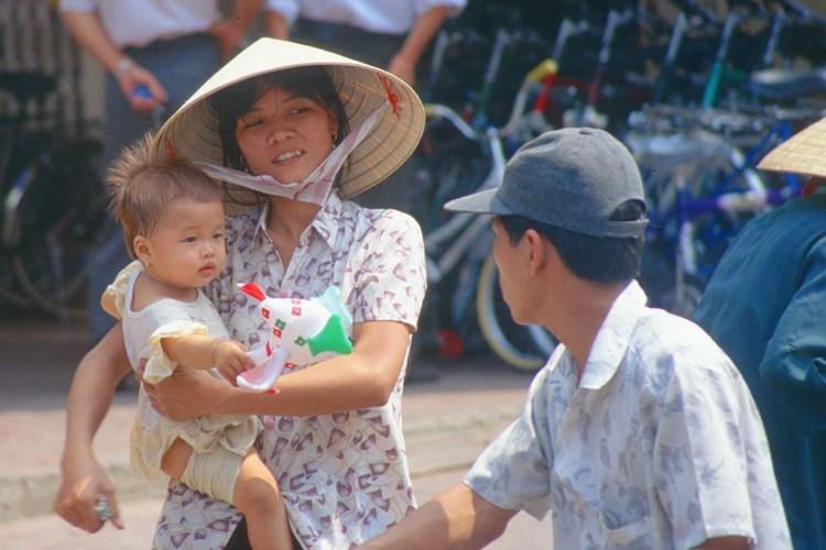 Hình ảnh về phụ nữ Việt Nam thập niên 1990 - 4