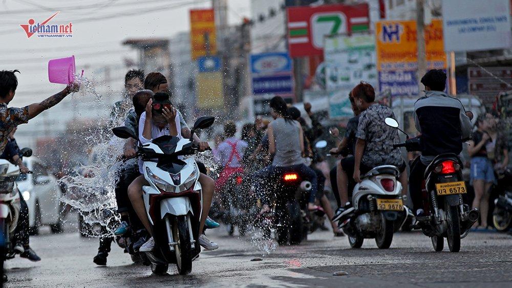 Ngày Tết đẫm nước của người dân Lào - 7