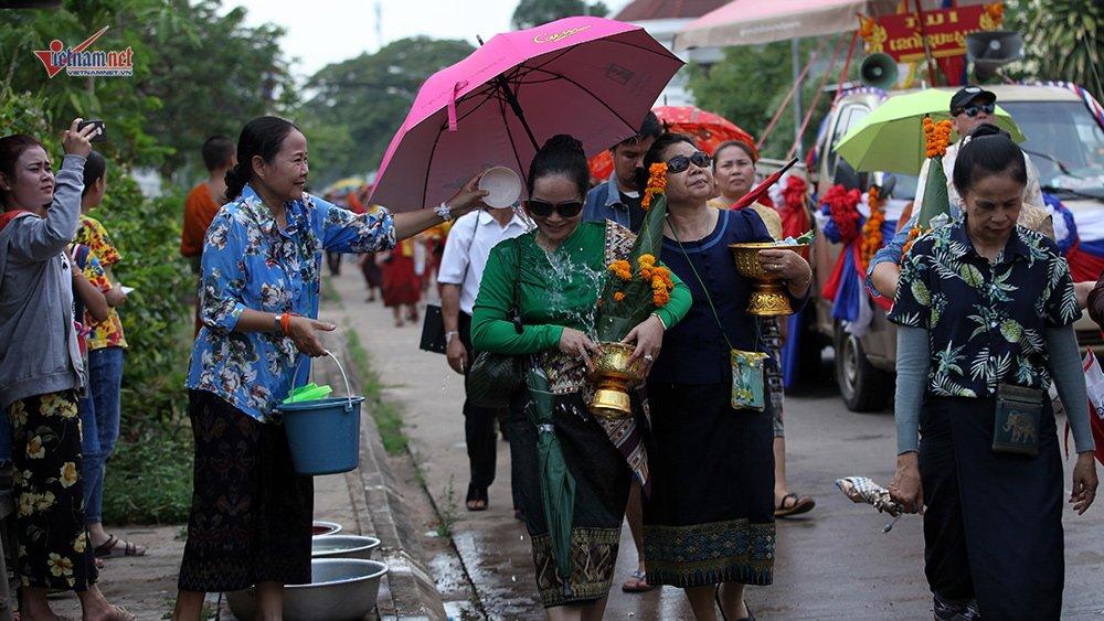 Ngày Tết đẫm nước của người dân Lào - 3