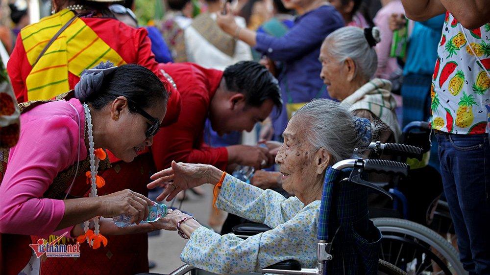 Ngày Tết đẫm nước của người dân Lào - 5