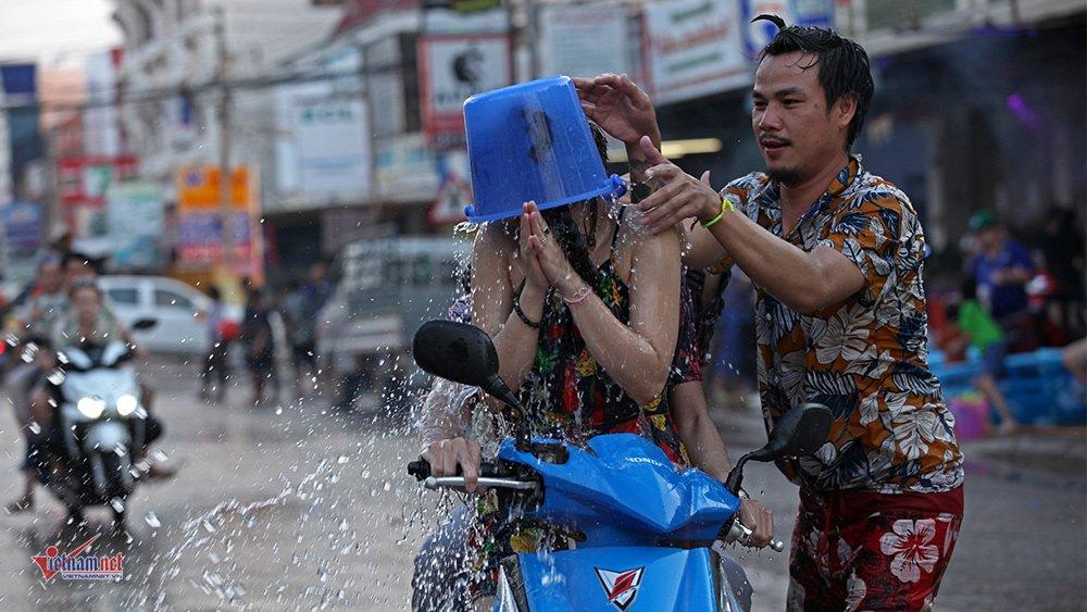 Ngày Tết đẫm nước của người dân Lào - 8