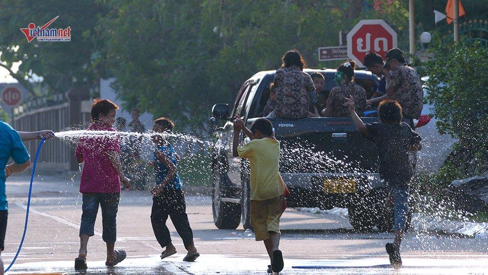 Ngày Tết đẫm nước của người dân Lào - 11