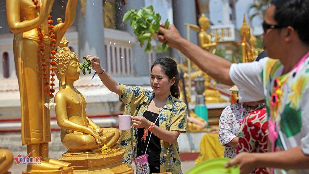Ngày Tết đẫm nước của người dân Lào - 6