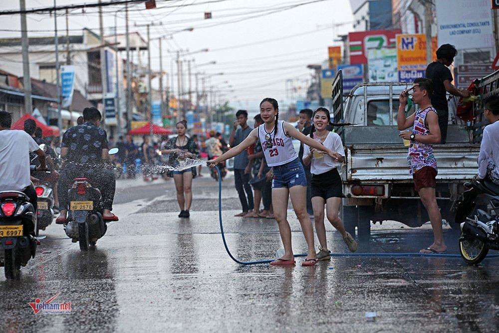 Ngày Tết đẫm nước của người dân Lào - 9