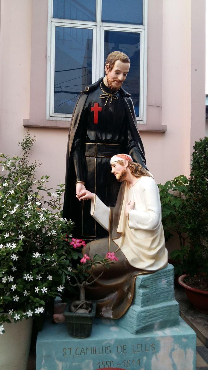 Dòng Camillô : Những tu sĩ mang thánh giá đỏ - 1