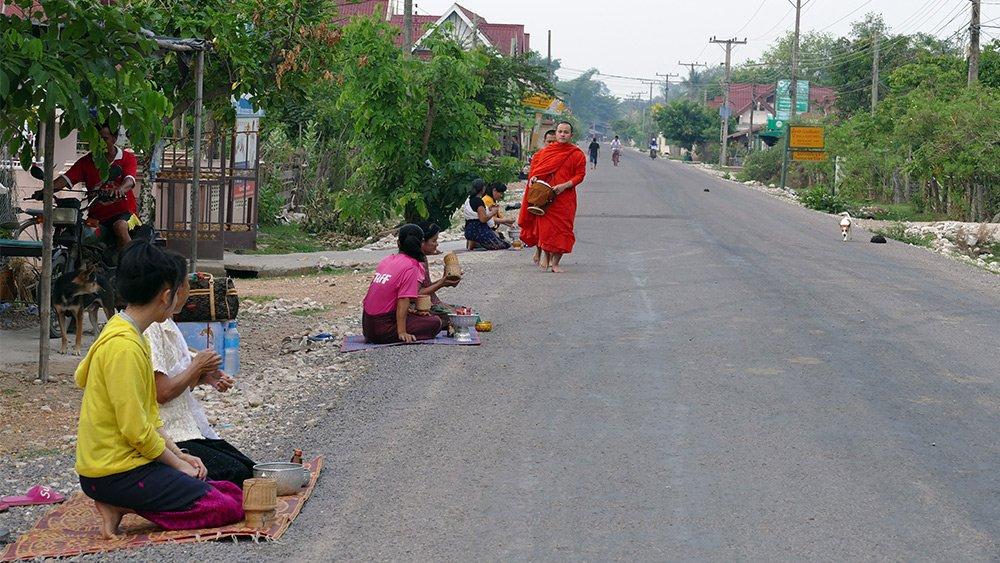 Hình ảnh đẹp mỗi sáng trên khắp đất nước Lào - 12