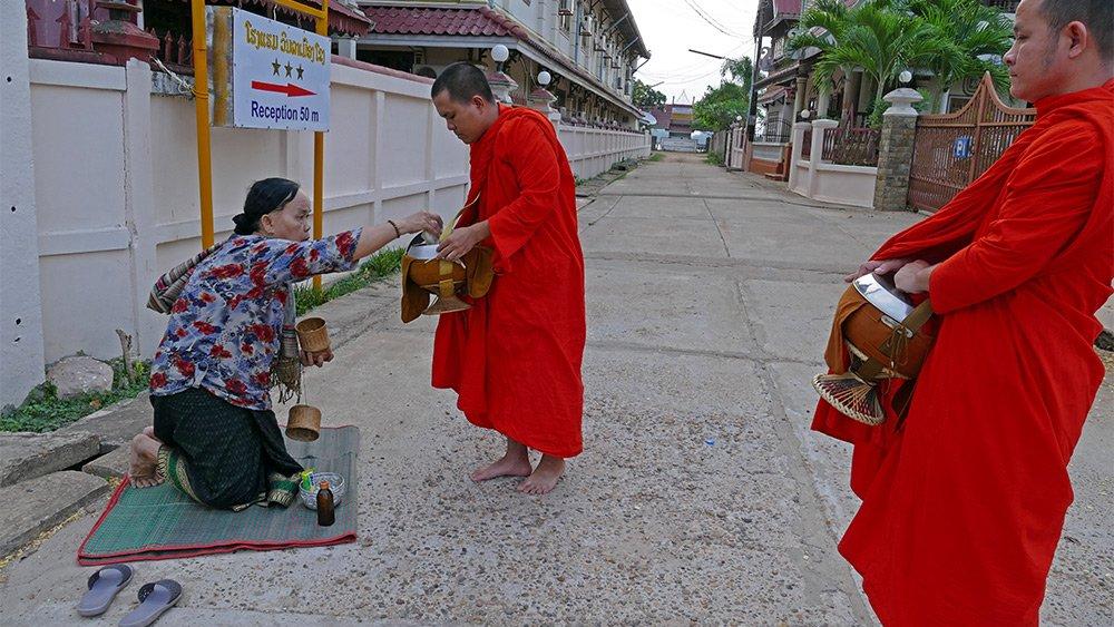 Hình ảnh đẹp mỗi sáng trên khắp đất nước Lào - 7