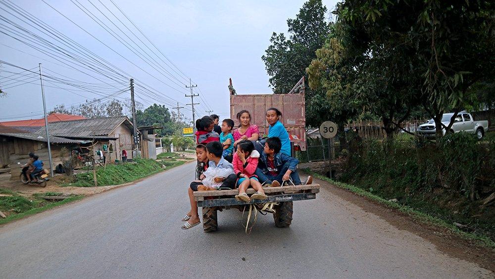 Giao thông kỳ lạ ở Lào - 11