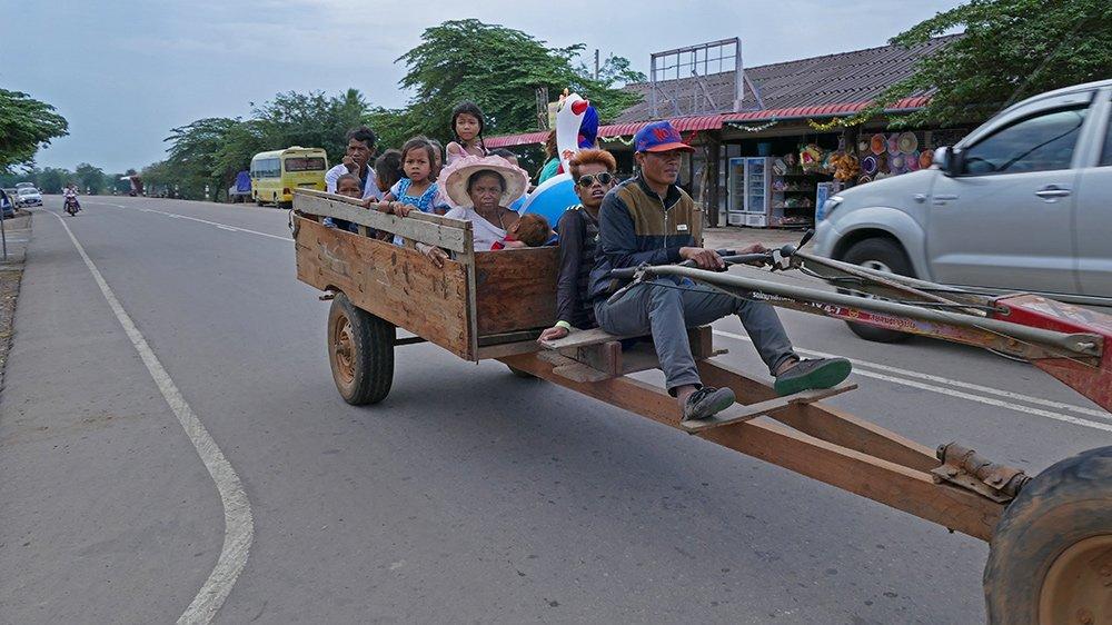 Giao thông kỳ lạ ở Lào - 13