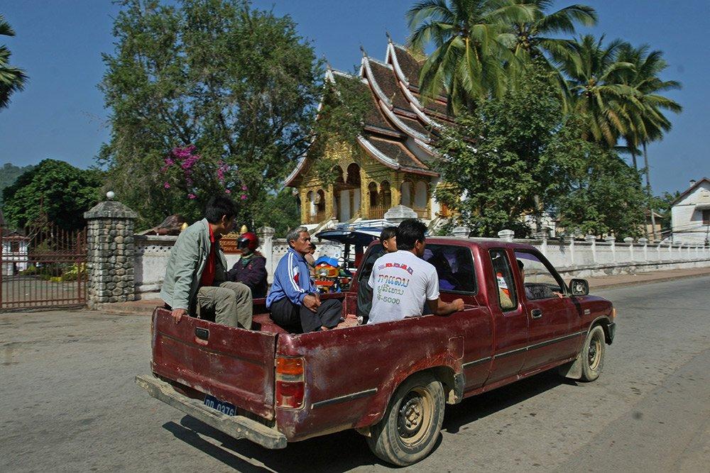 Giao thông kỳ lạ ở Lào - 5