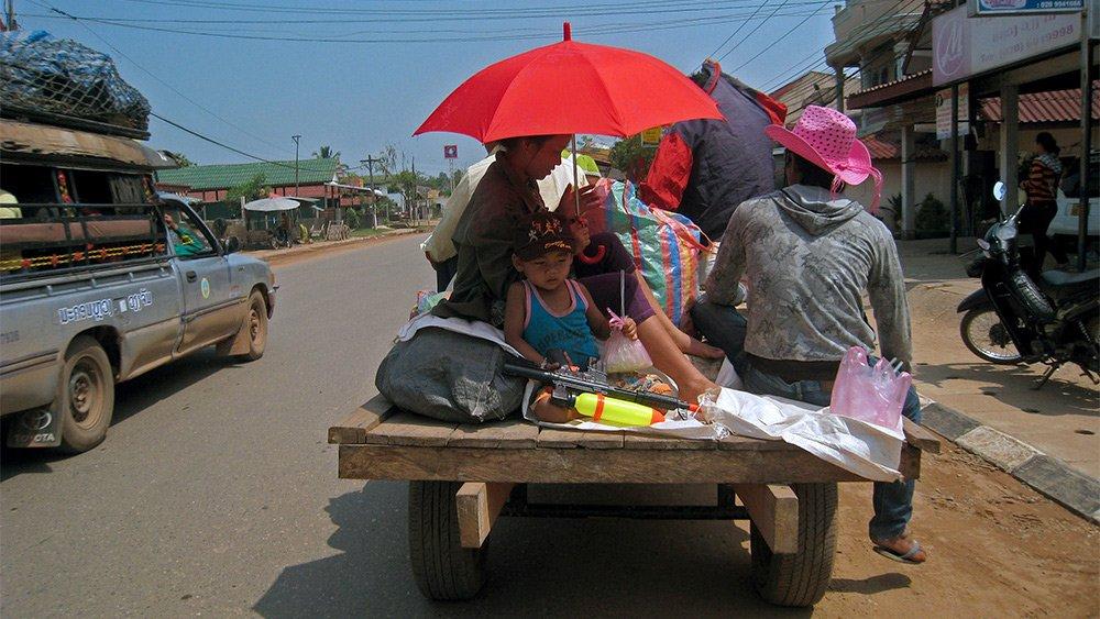 Giao thông kỳ lạ ở Lào - 12