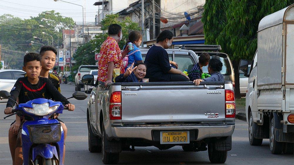 Giao thông kỳ lạ ở Lào - 4