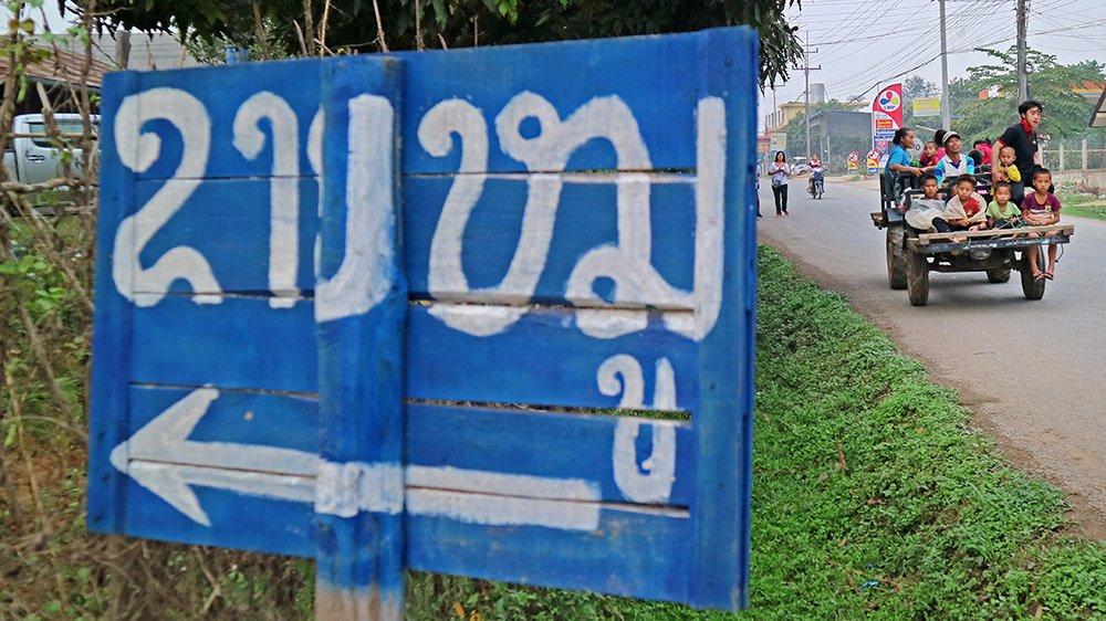 Giao thông kỳ lạ ở Lào - 9