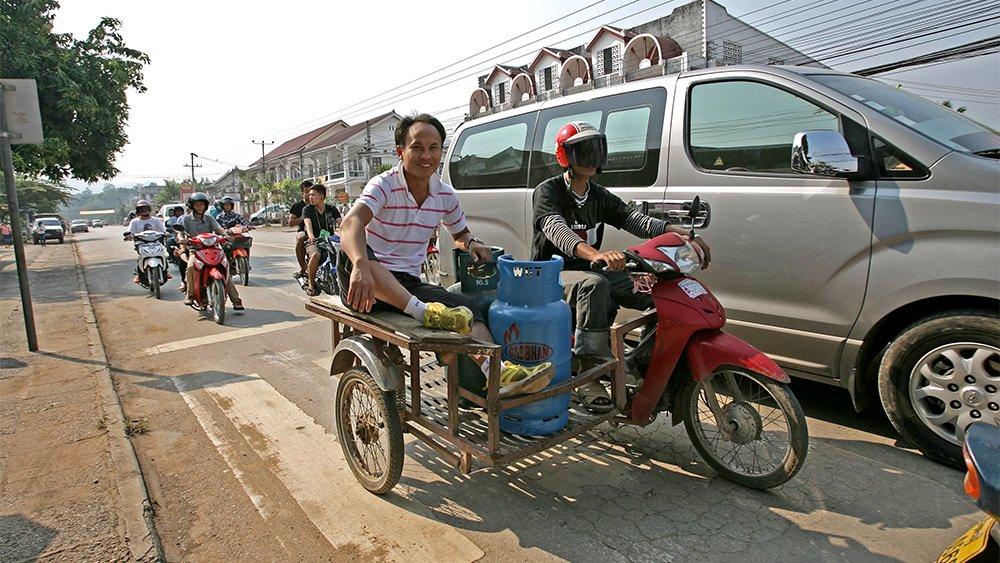 Giao thông kỳ lạ ở Lào - 16