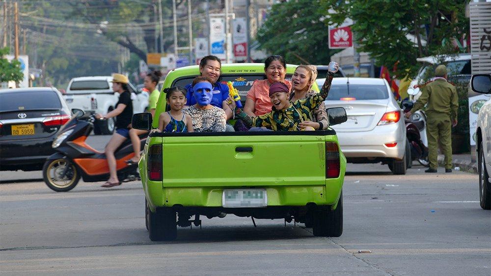 Giao thông kỳ lạ ở Lào - 7