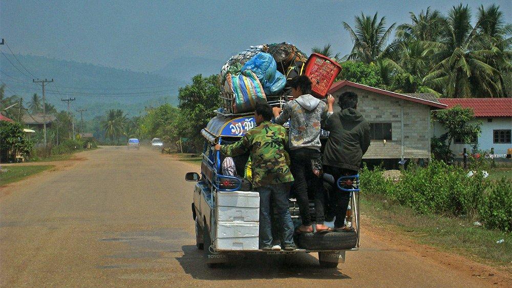 Giao thông kỳ lạ ở Lào - 14