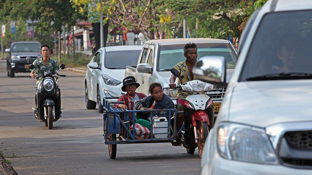 Giao thông kỳ lạ ở Lào - 15