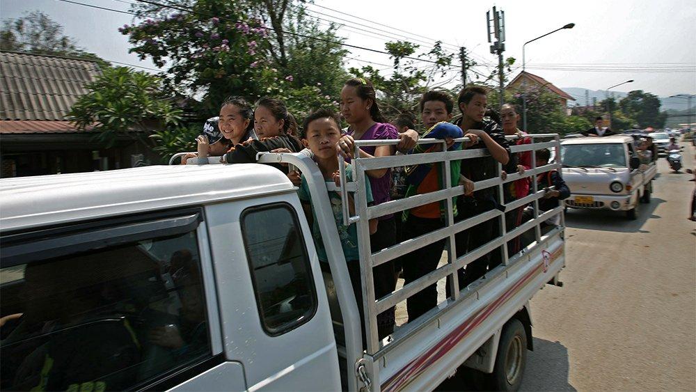Giao thông kỳ lạ ở Lào - 8