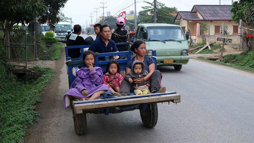 Giao thông kỳ lạ ở Lào - 10