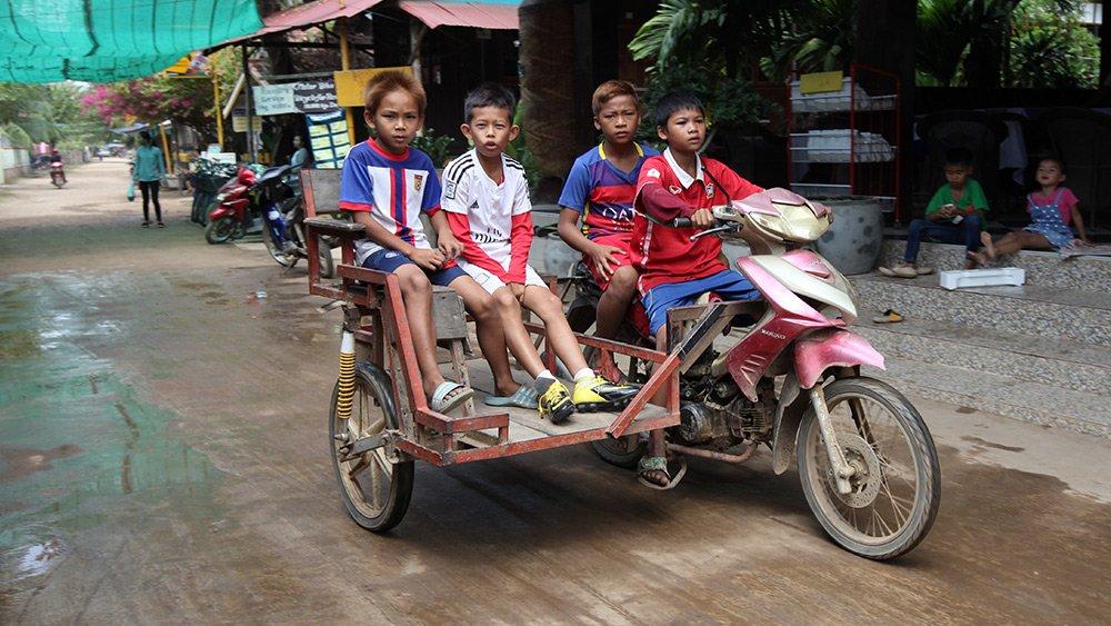 Giao thông kỳ lạ ở Lào - 17