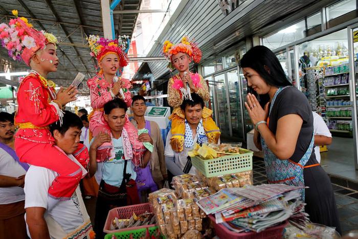 Nghi lễ 'Quy y cửa Phật' của những cậu bé xinh như hoa ở Thái Lan - 9