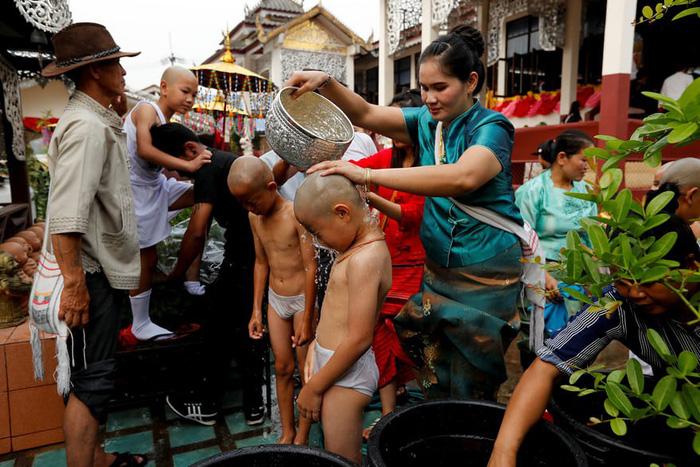 Nghi lễ 'Quy y cửa Phật' của những cậu bé xinh như hoa ở Thái Lan - 3