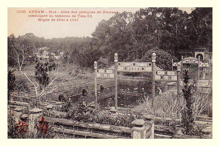 Lăng mộ các vua nhà Nguyễn 100 năm trước - 9