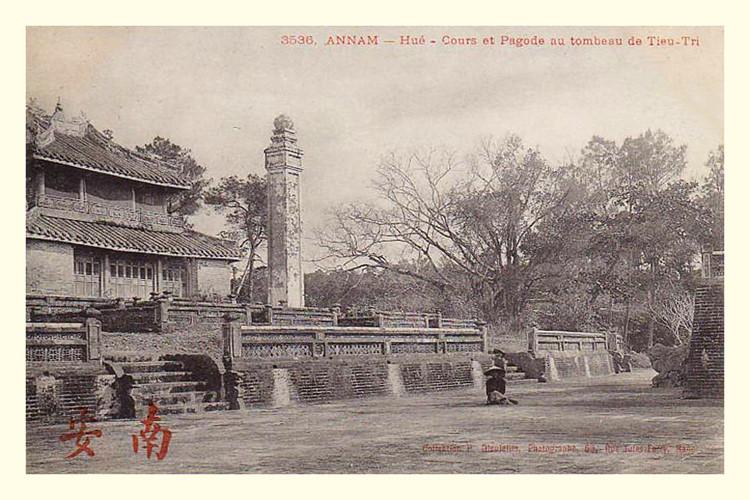 Lăng mộ các vua nhà Nguyễn 100 năm trước - 7