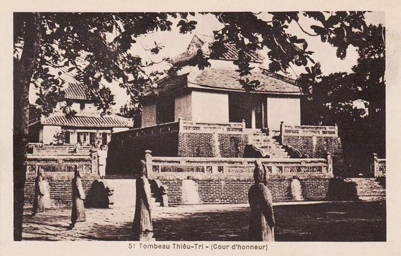 Lăng mộ các vua nhà Nguyễn 100 năm trước - 8