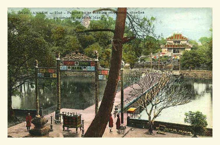 Lăng mộ các vua nhà Nguyễn 100 năm trước - 4