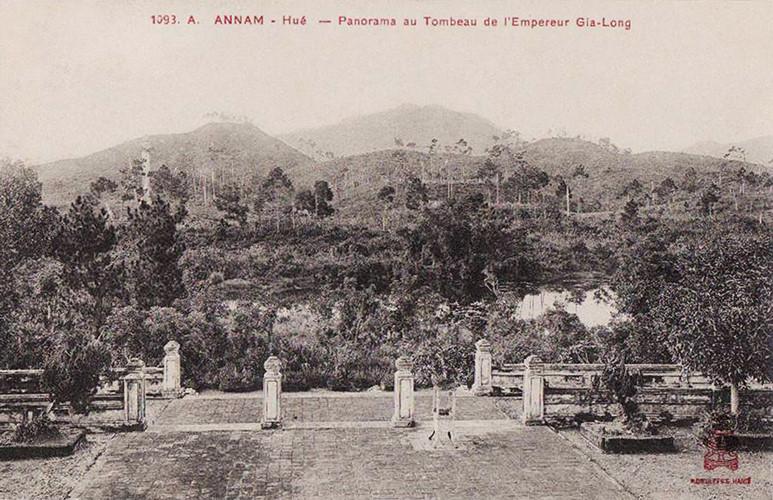 Lăng mộ các vua nhà Nguyễn 100 năm trước - 1