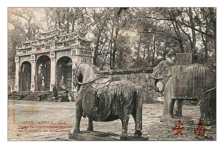 Lăng mộ các vua nhà Nguyễn 100 năm trước - 3