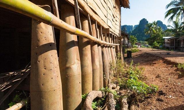 Những quả bom từ thời chiến tranh được người Lào tận dụng trong cuộc sống - 6
