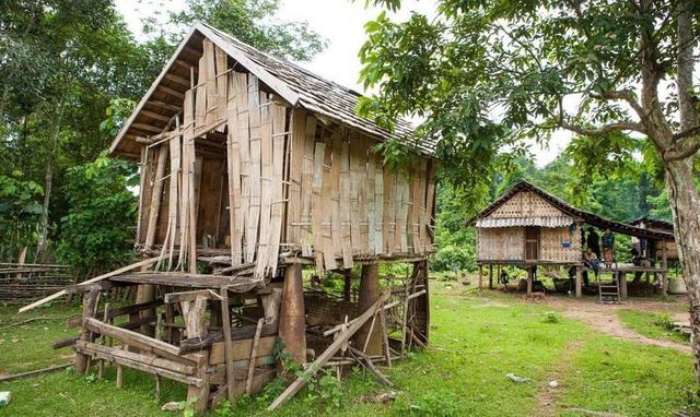 Những quả bom từ thời chiến tranh được người Lào tận dụng trong cuộc sống - 3
