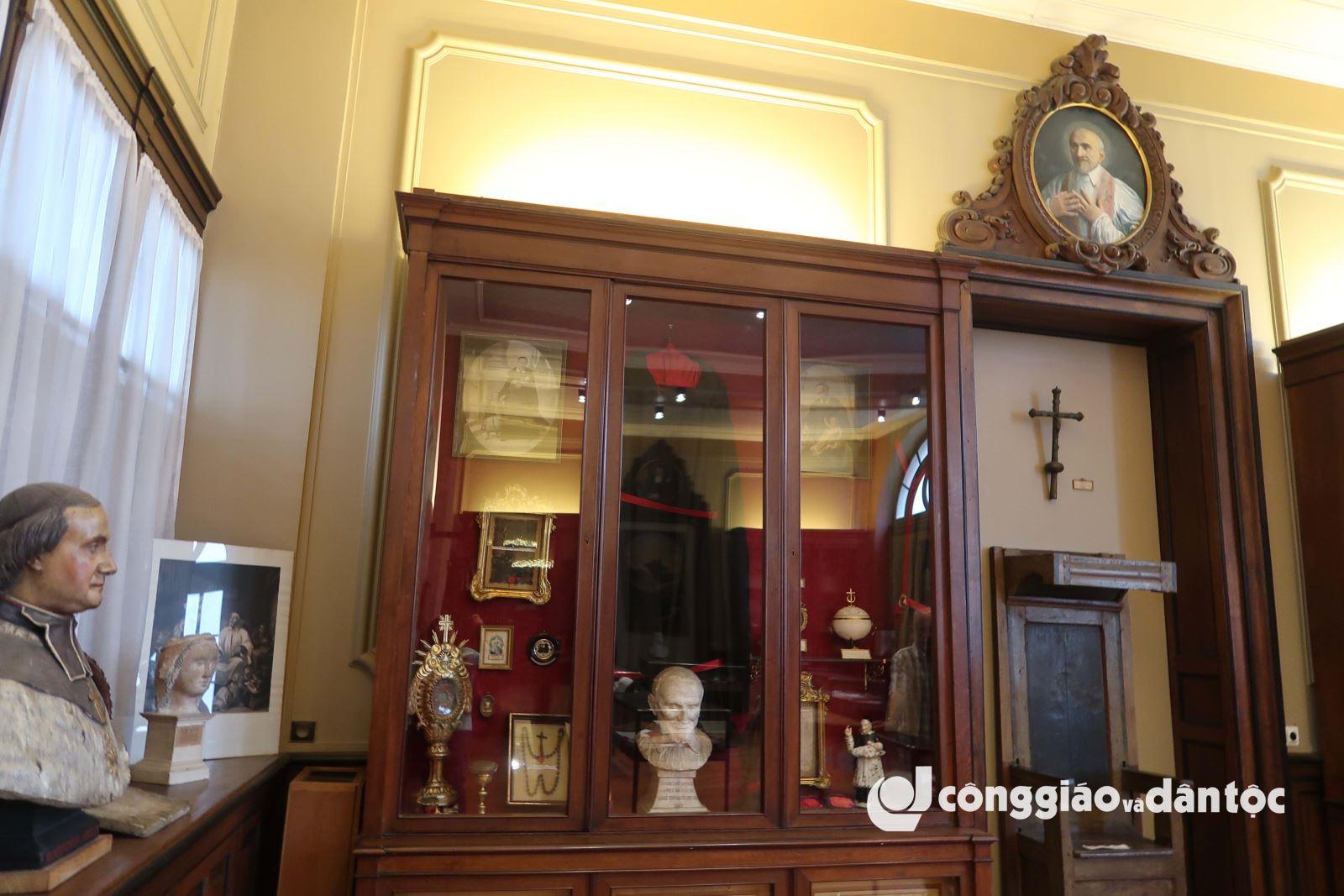 Viếng di hài thánh Vinh sơn Phaolô tại Paris - 16