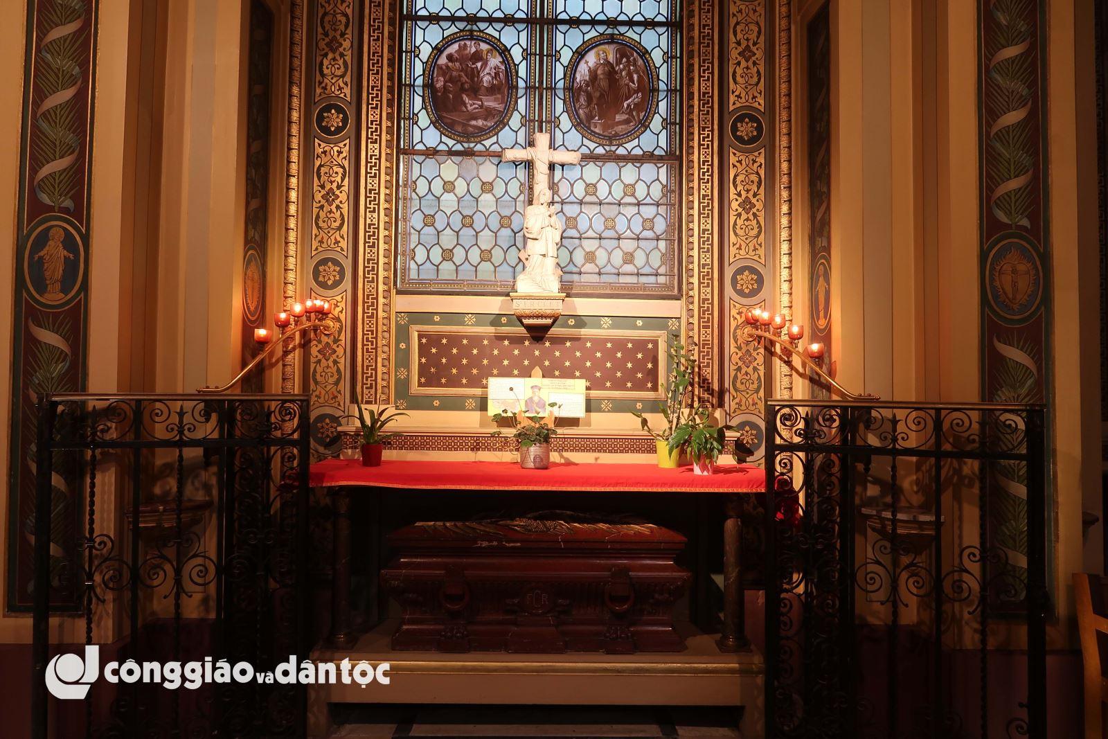 Viếng di hài thánh Vinh sơn Phaolô tại Paris - 14