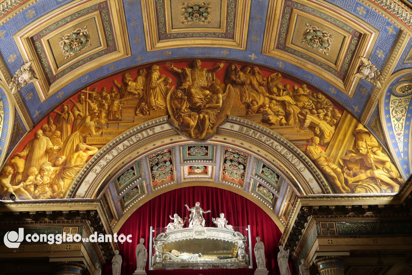 Viếng di hài thánh Vinh sơn Phaolô tại Paris - 9