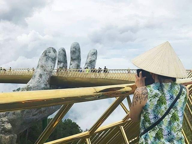 Ngắm cảnh từ cây cầu vàng được nâng đỡ bởi đôi bàn tay khổng lồ ở Đà Nẵng - 11