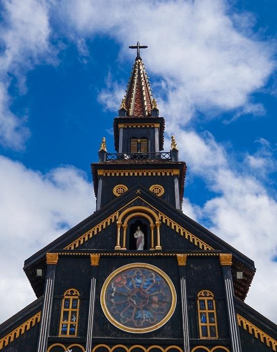 Hai công trình tôn giáo lâu đời làm bằng gỗ ở Kon Tum - 2