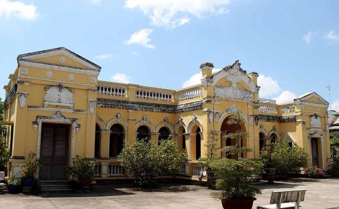 Vẻ đẹp xuyên thời gian của ngôi nhà hơn 100 năm tại Tiền Giang - 1