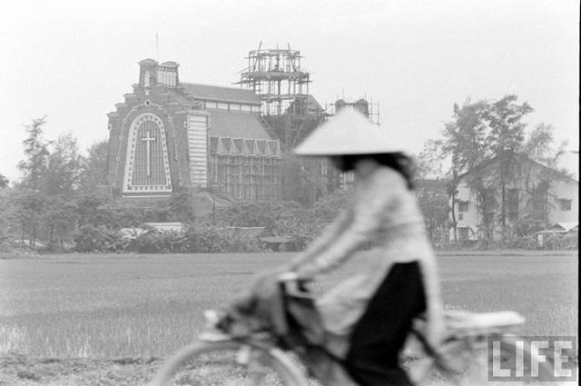Thiếu nữ áo dài Huế xưa trên xe đạp - 6