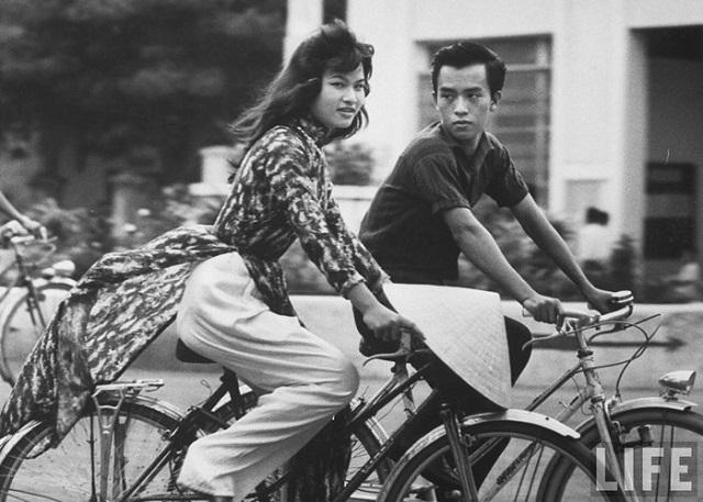 Thiếu nữ áo dài Huế xưa trên xe đạp - 5
