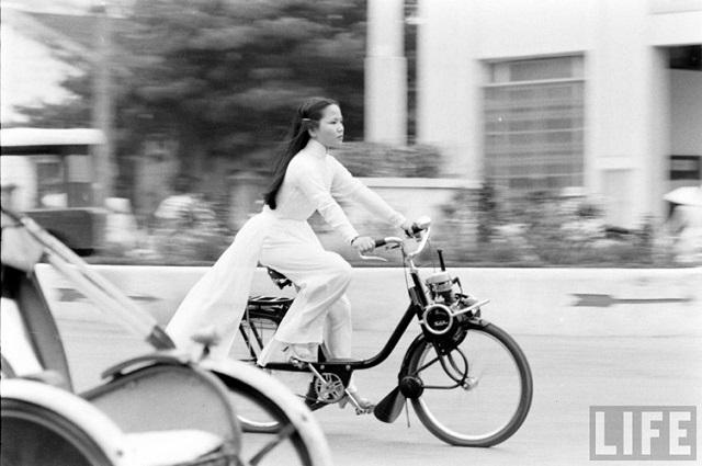 Thiếu nữ áo dài Huế xưa trên xe đạp - 3