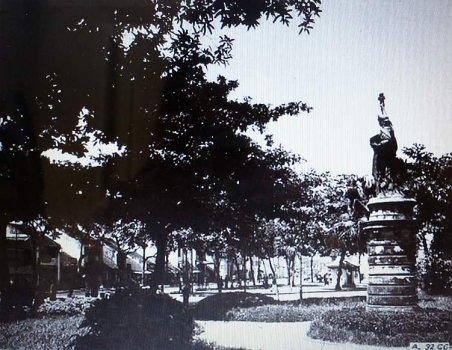Tượng Nữ Thần Tự Do Tại Hà Nội, Việt Nam - 16