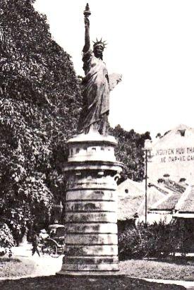 Tượng Nữ Thần Tự Do Tại Hà Nội, Việt Nam - 2