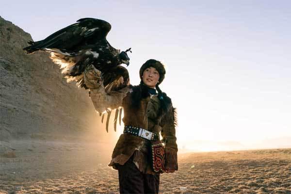 Vẻ đẹp dũng mãnh của các thiếu nữ săn đại bàng Mông Cổ - 3