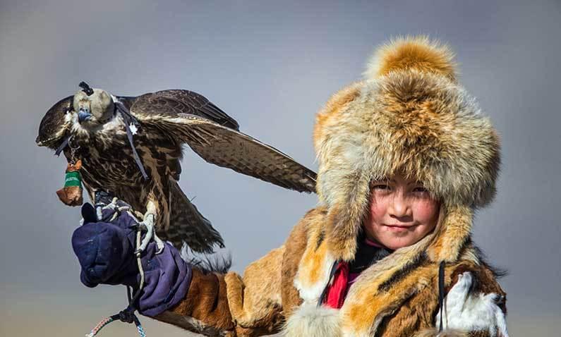 Vẻ đẹp dũng mãnh của các thiếu nữ săn đại bàng Mông Cổ - 6